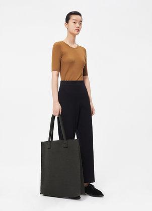 Shopper in khaki