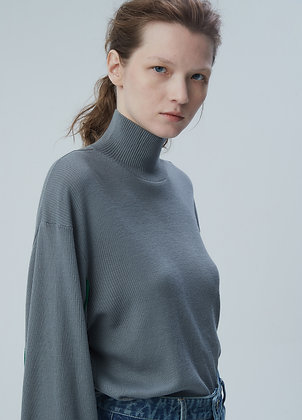 Wide-sleeve turtleneck