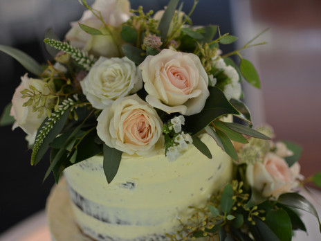 Soft colours continue for the cake