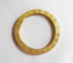 Handgravierter Goldring 18 Karat (40mm Durchmesser)