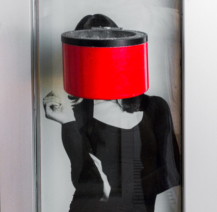woman with red ash tray with Huawei p30pro