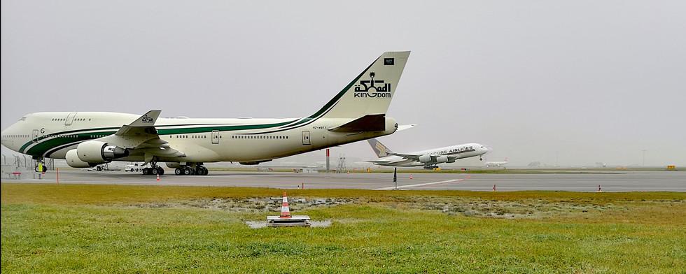 two planes by Leo Gesess Photographer Switzerland www.comcom.ooo