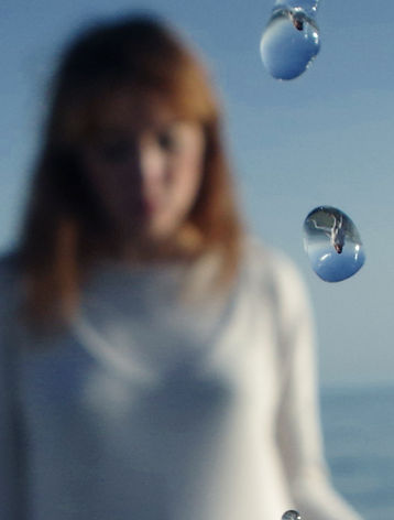 Ely Principe, water, reflection, drop, light, sea, sky, blue, red hair