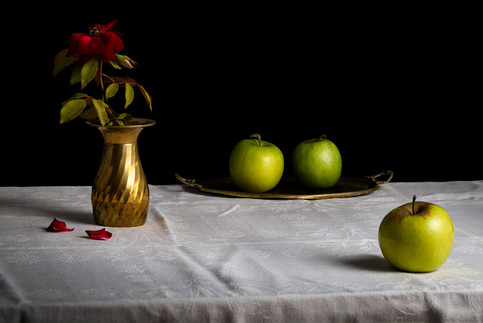 Three Apples and a Flower, 2018