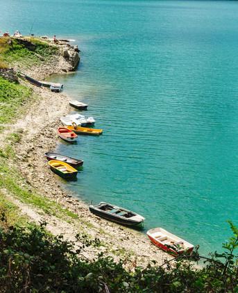 Resistendo al profumo di frittura sulle rive del Lago del Salto