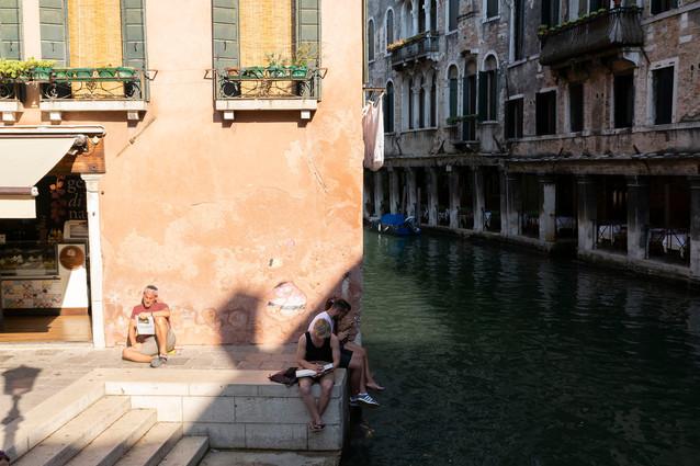 Venice 2018. Texting vs drawing vs reading.
