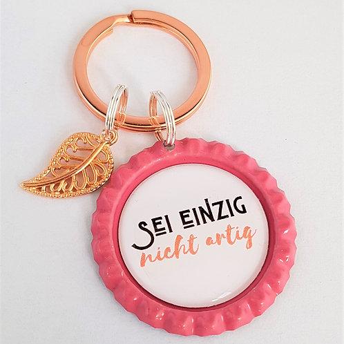 Schlüsselanhänger rosa Kronkorken - sei einzig nicht artig