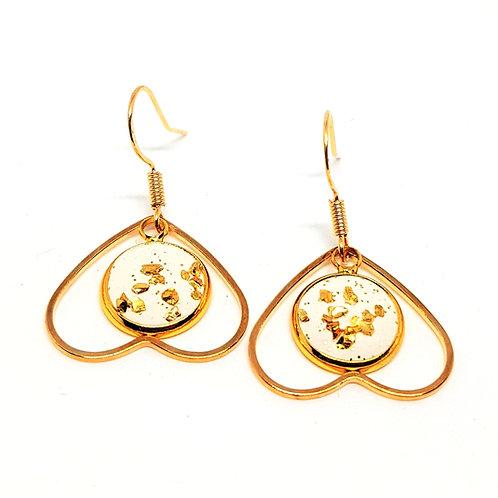 Ohrhänger gold Love – Gips 12mm mit goldfarbenen Glassplittern und Herz Anhänger