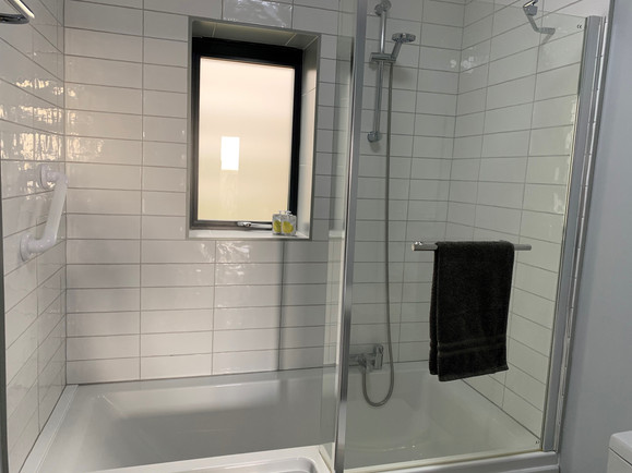 Room 1 bathroom4.jpg