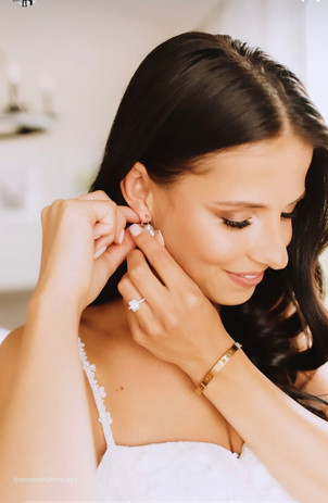 Elegant bride makeup