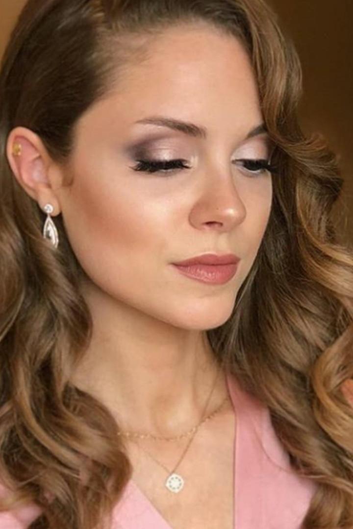 glam and natural bridesmaid makeup