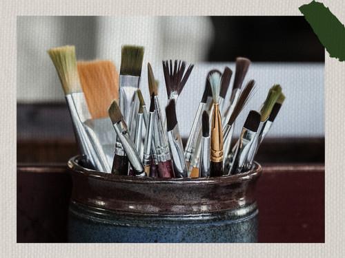 أنواع فرش الرسم وإستخداماتها