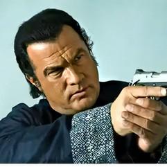 Todos los grandes actores conocen estas técnicas, de nuevo posicion Weaver y dedo fuera del disparador.
