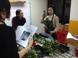 Ms Ando explaining Ikebana skills