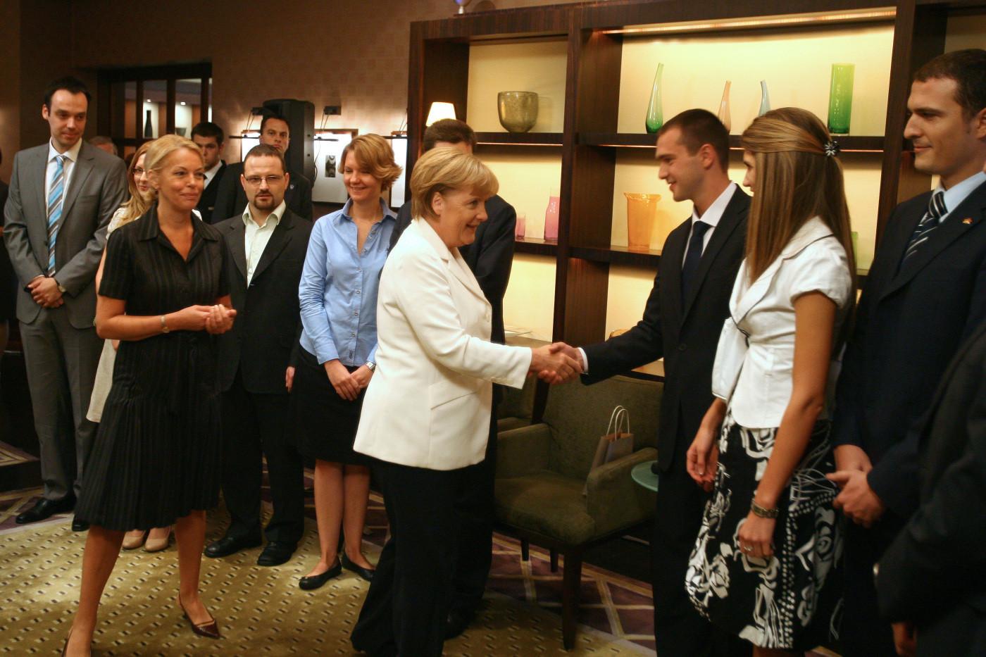 Chancellor Angela Merkel with Ruzica Djindjic, Rade Nikolic and alumni