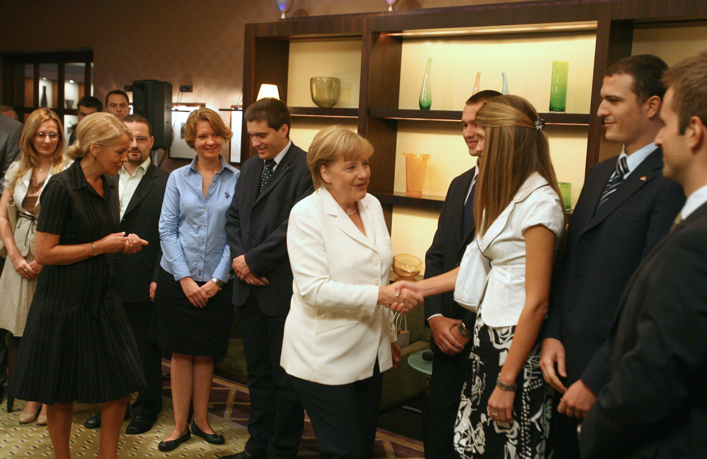 Chancellor Angela Merkel with Ruzica Djindjic and alumni