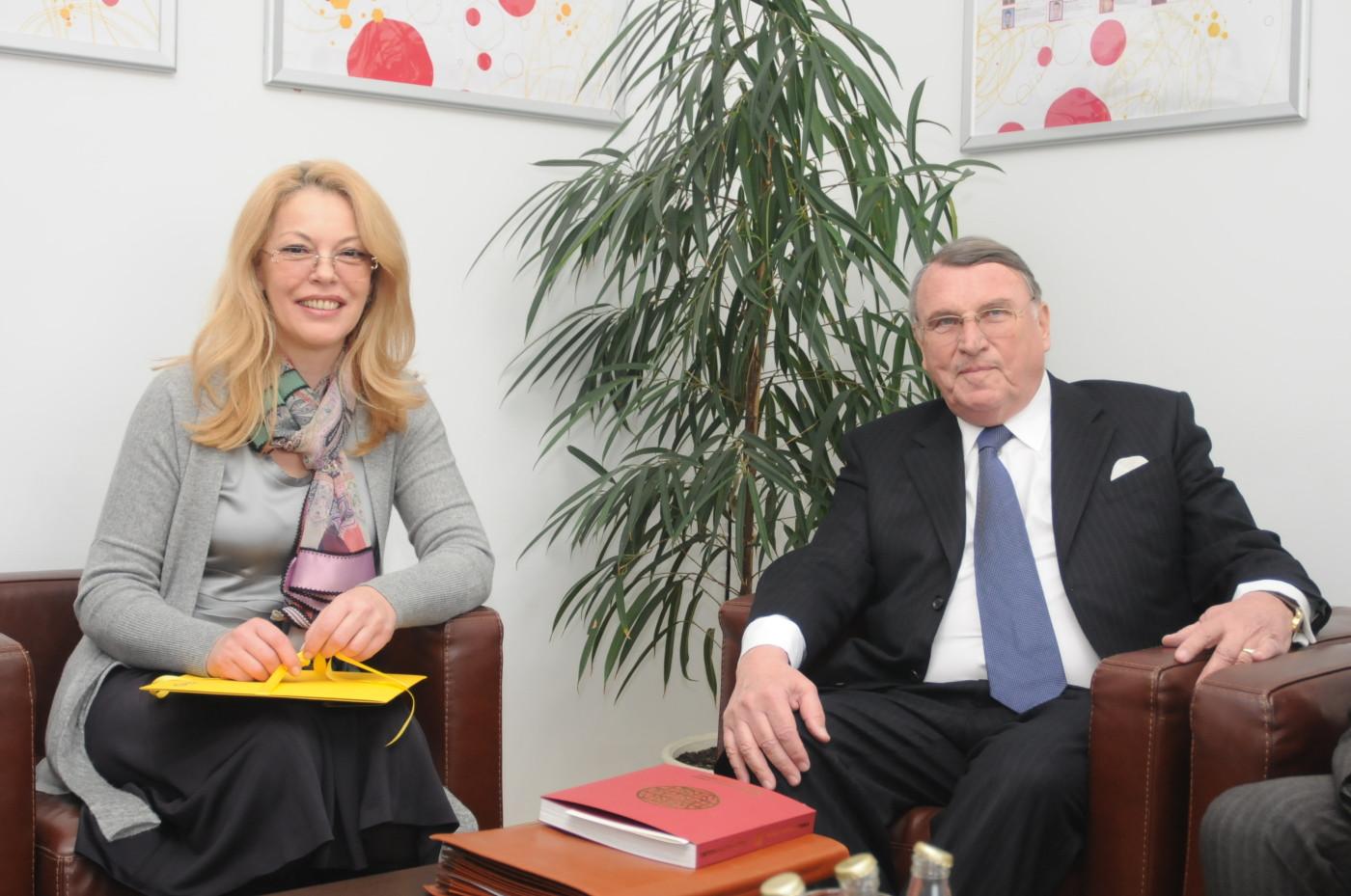 Ruzica Djindjic and Prof. Klaus Mangold