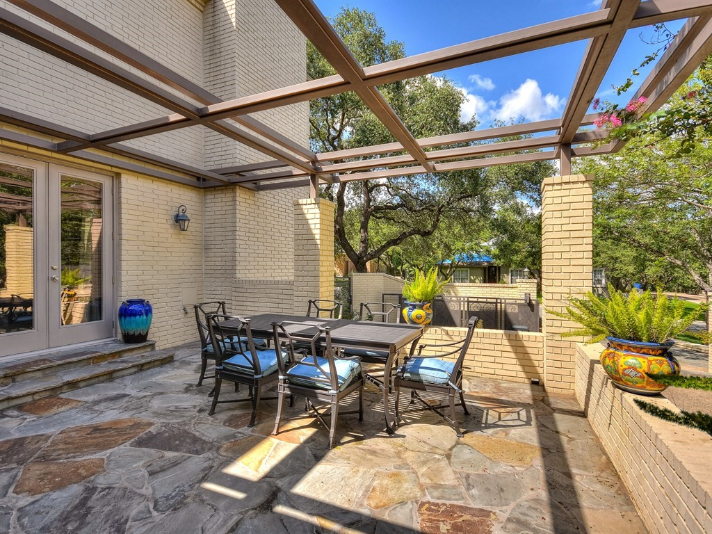 Side Patio Dining