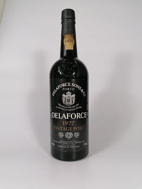 1977 Delaforce Vintage Port - Level: In Neck
