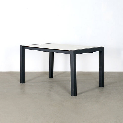 FOLD extendable dining table