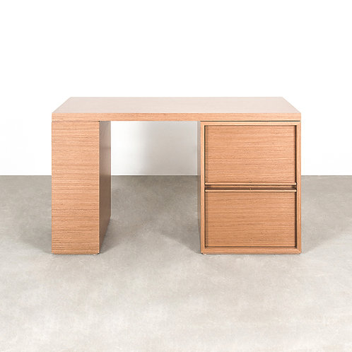 YAN writing table