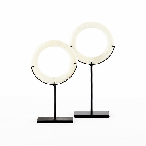 Jade ring in white w/stand (dia150) - set of 2