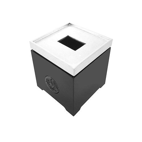 Prosperous square tissue box in silver/ black