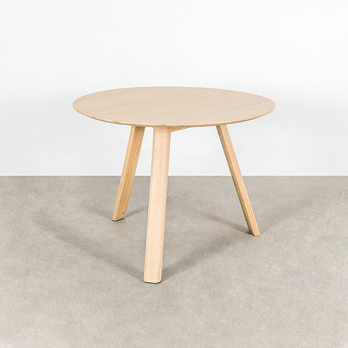 Tripod round table