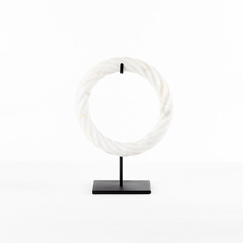 White ring in twisted w/stand