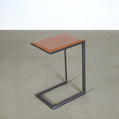 Ovalino side table