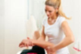 Osteopath treats shoulder pain