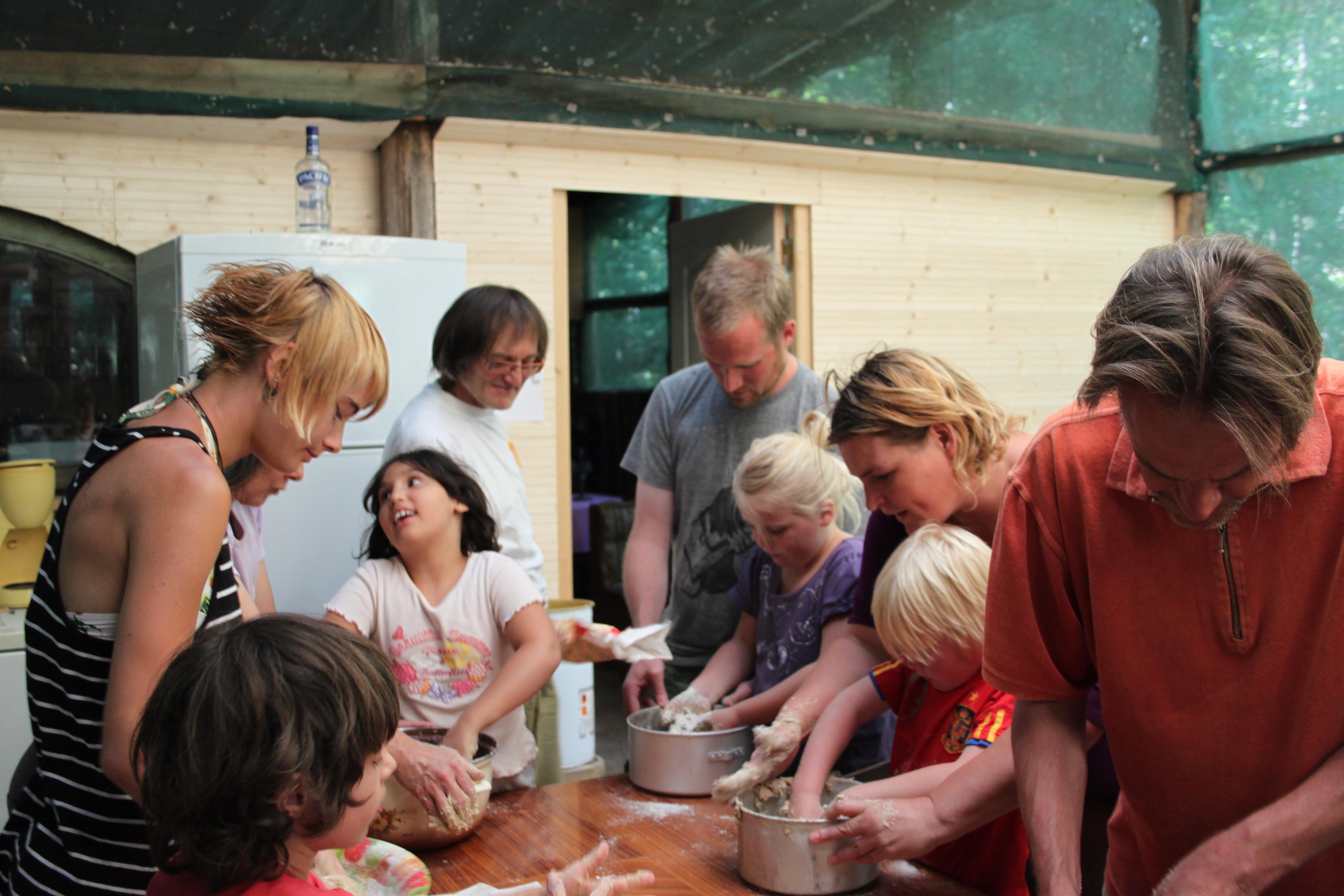 la préparation de la pâte en groupe