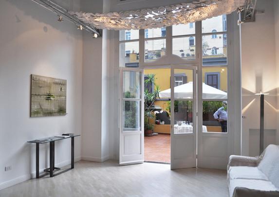 22_Home Gallery Consolle Aurea e Lampada