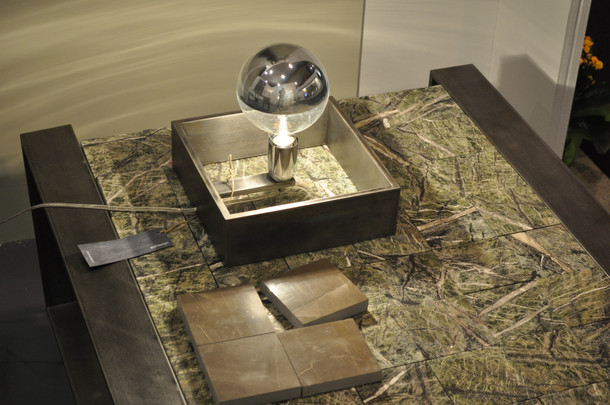 4.CAMALEONTE Tavolino ferro e marmo gree