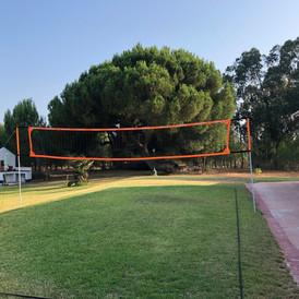 Jardim com rede de volley