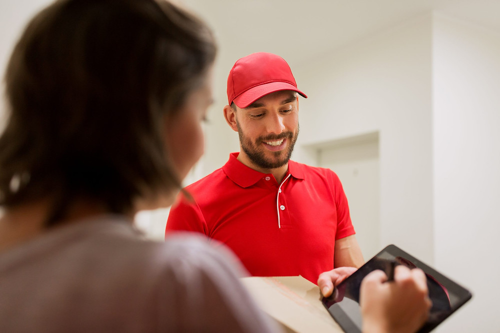 Delivery man receiving a digital signature after successful multi pick-up and drop-off using a transportation management system