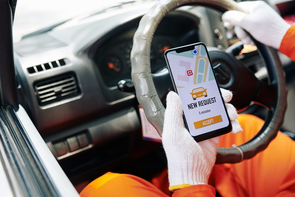 Delivery driver using Custella, a Delivery Driver Tracking App
