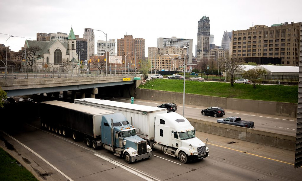 Tow heavy goods vehicles (HGVs) drivers using a route optimization software like Custella to avoid route restrictions.