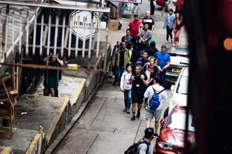 [中]  上上落落、過大街、穿小巷 — 記香港藝術節加料演出《舞城遊蹤》