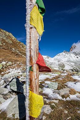 drapeaux de prière montagne.jpg