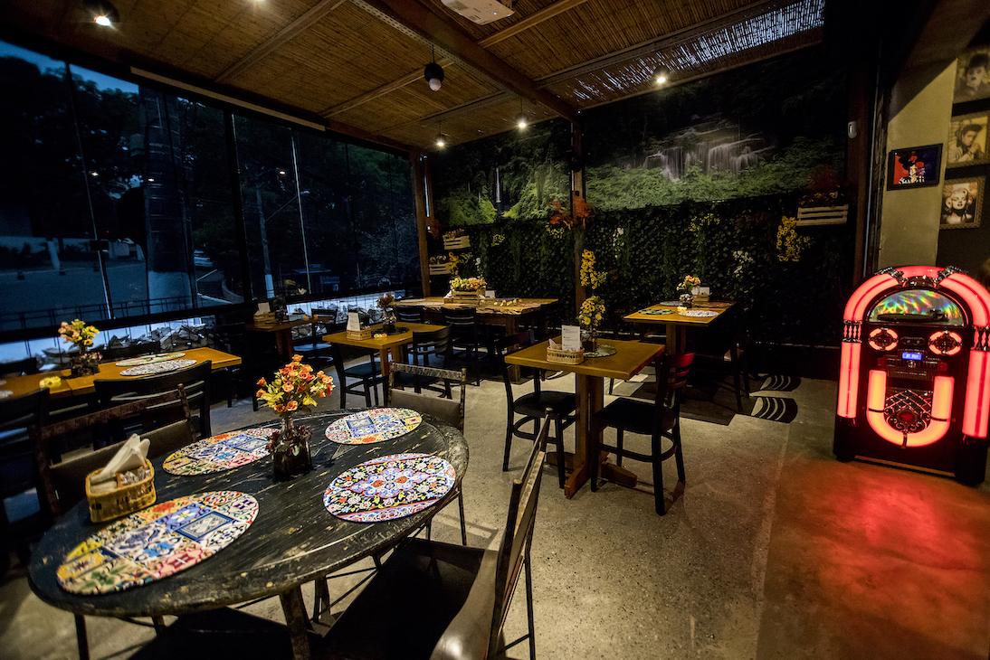BarTô_Restaurante_Burguer_salao_maior_2