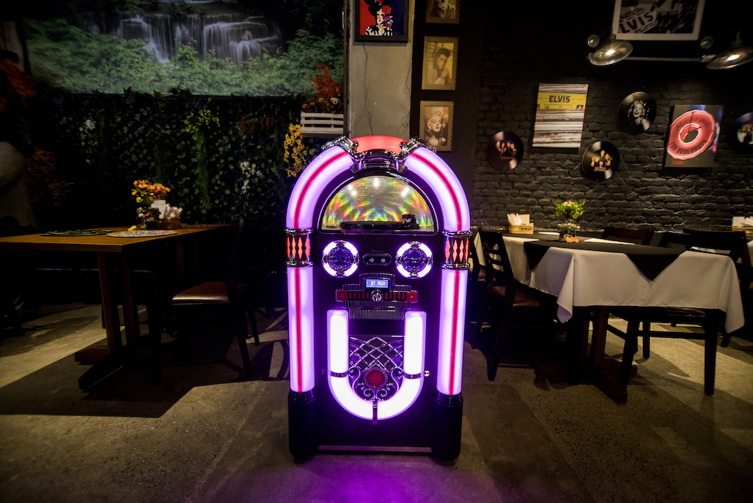 BarTô_Restaurante_Burguer_juke_box