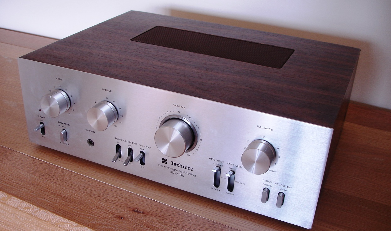 Techinics SU-7100 Amplifier