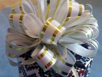 Как упаковать подарок, делаем бантик