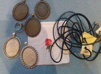 Вышитые украшения, основы для кулонов, колец.
