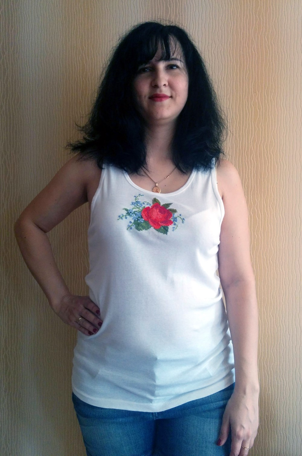 Роза на футболке