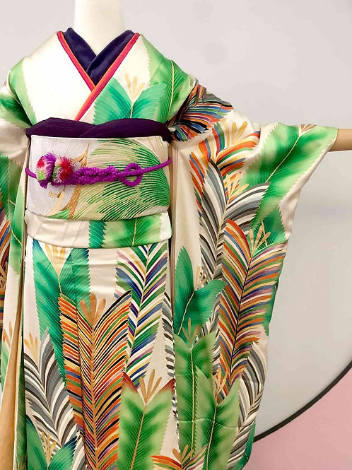 Vintage 緑にレインボー羽根の振袖