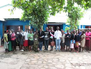 Distribution des serviettes Agateka  au Centre Amis des jeunes de Gatumba