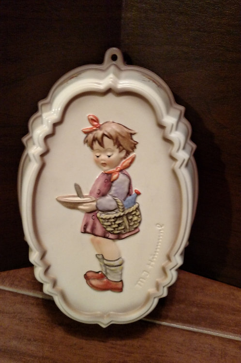 """Vintage Hummel """"Suppers Coming"""" Oval Wall Hanging"""