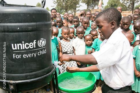 UNICEF Kinder mit Wasserversorgung